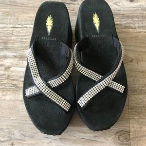 Volatile black platform silver sandals